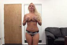 Blondína na porno kastingu