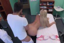 Porno video – fake hospital s blondínkou