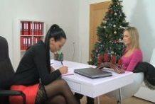 Female Agent – lesbičky cez Vianoce
