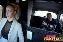 Female fake taxi – sexík s taxikárkou
