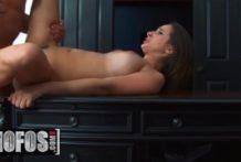 Sexy Ashley si užíva sexík