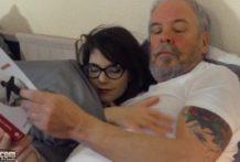 Mladá sexuje so starým pánom