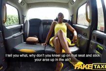 Černoška si užíva vo fake taxíku