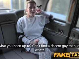 FakeTaxi - Nadržaná blondínka