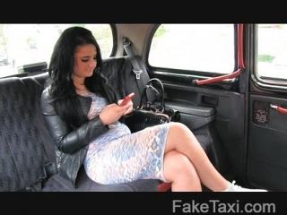 FakeTaxi - Sexy zákazníčka